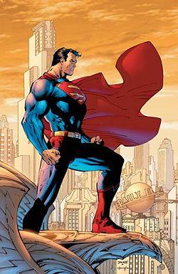 Superman vigiando a cidade